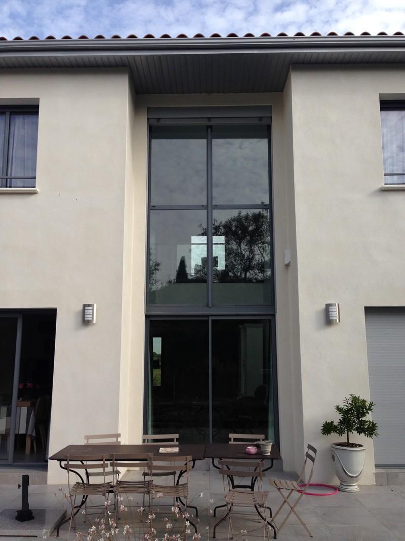 Maison moderne atypique mur rideau alu partner menuiseries distribution - Fenetre moderne maison ...