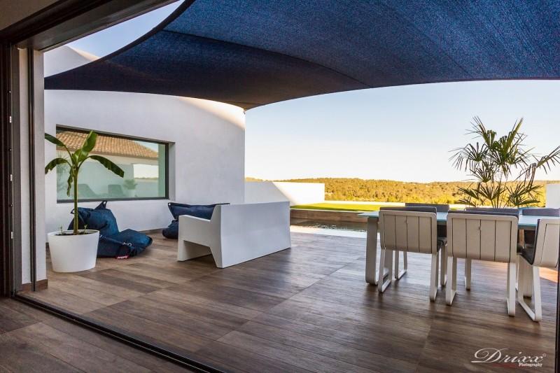 villa contemporaine de plain pied 34 partner menuiseries distribution menuiseries. Black Bedroom Furniture Sets. Home Design Ideas