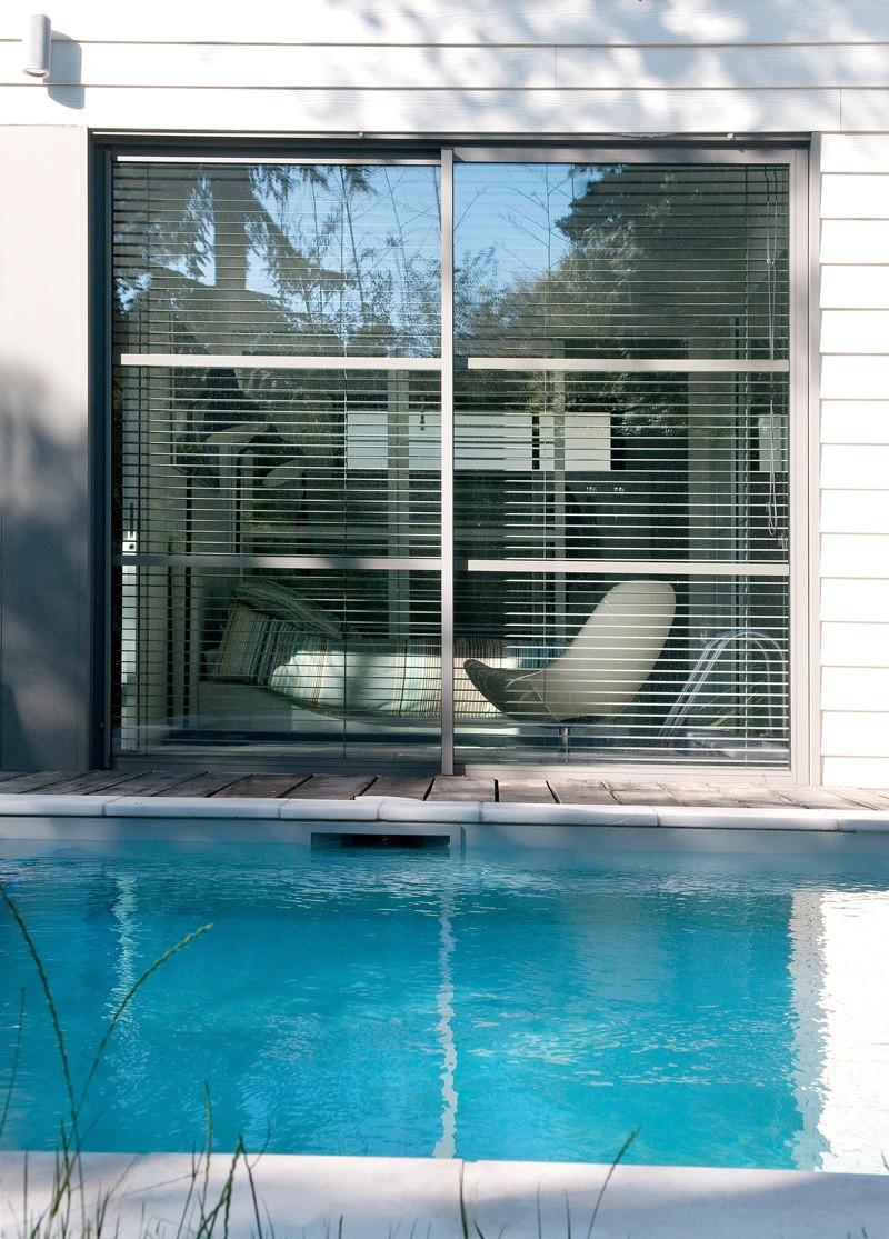 villa quip e de menuiseries design traversant partner. Black Bedroom Furniture Sets. Home Design Ideas