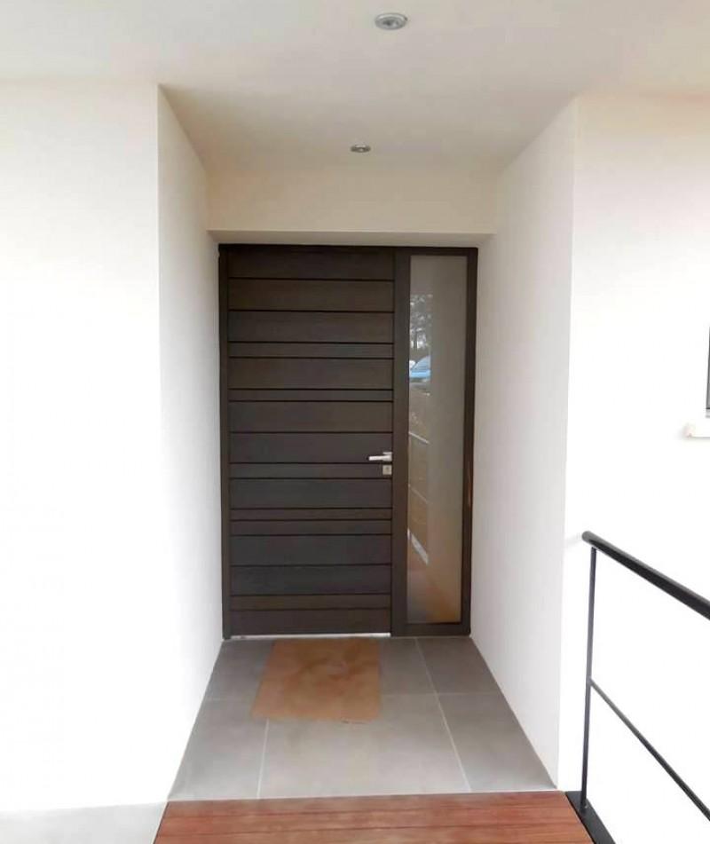 porte d entre extrieure trendy porte duentre extrieure de porte en laiton entre d uantiquit. Black Bedroom Furniture Sets. Home Design Ideas