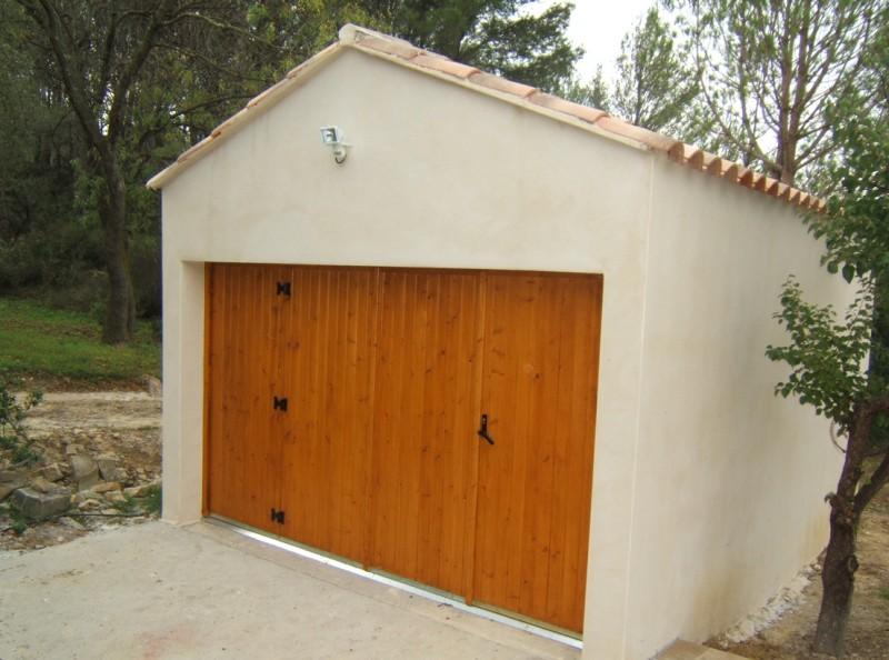 Fenetre bois coulissante amazing fenetre ne ferme plus for Porte de garage sur mesure montpellier